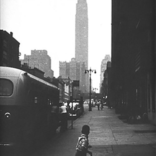 Boy_and_Empire_State_Bldg_NYC_1951500px_